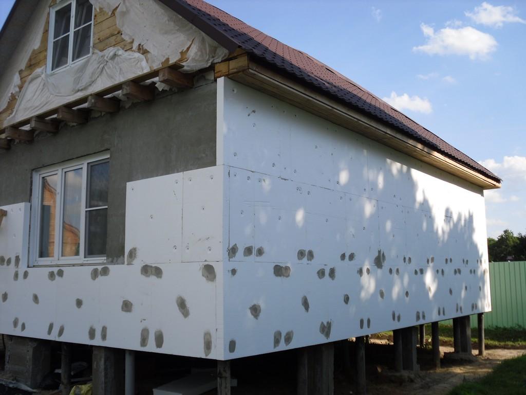 Утеплить дом снаружи своими руками пенопластом
